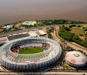 Vista aérea das obras no Beira Rio. Porto Alegre é uma das cidades bem avaliadas na transparência dos gastos na Copa do Mundo (Foto: Buda Mendes/Getty Images)