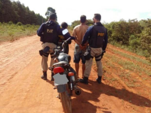 Para a PRF, proprietário contou que comprou moto de caminhoneiro viajante (Foto: PRF/Divulgação)