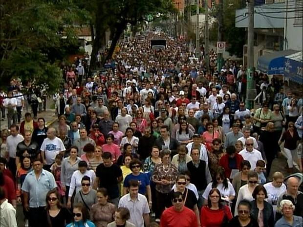 Fiéis participaram da romaria de Padre Reus, em São Leopoldo (Foto: Reprodução/RBS TV)