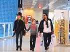 Danielle Winits embarca com André Gonçalves e seu filho mais velho