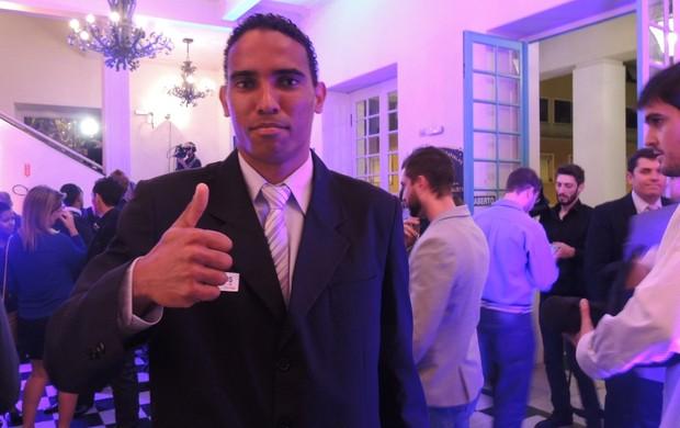 Rafael Lima zagueiro melhores catarinense 2013 premiação chapecoense (Foto: Renan Koerich)