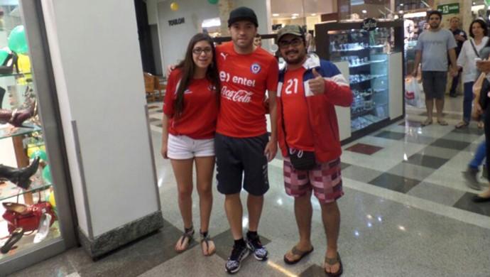 Jogadores do Chile em Shopping (Foto: Igor Aguilar San Martin)