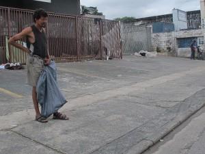 Em Cidade Dutra, viciados usam imóveis e vias para usar o crack (Foto: Paulo Toledo Piza/G1)