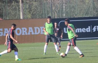 Após dois meses, Leandro Almeida volta aos treinos com grupo do Inter