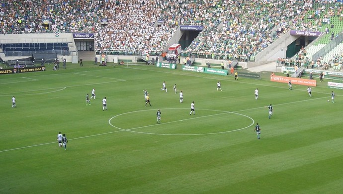 Time do Palmeiras mostrou compactação na partida contra a Ponte Preta (Foto: Felipe Zito)