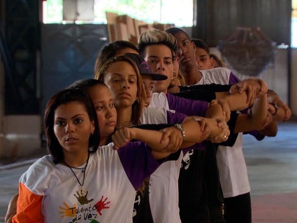 Atualmente 450 e jovens estão matriculados nos cursos e oficinas do Galpão Aplauso (Foto: Reprodução)