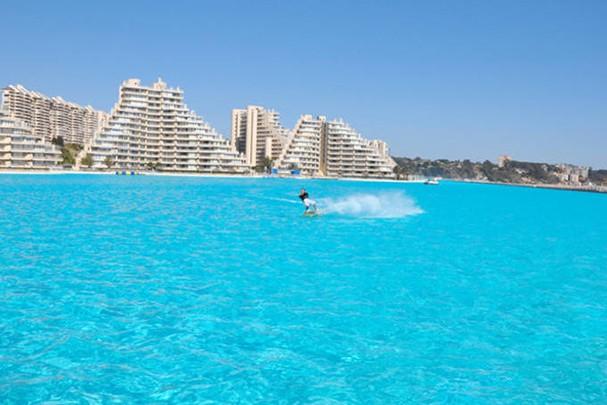 Hotel no chile tem a maior piscina do mundo glamour viagem for Piscinas ecologicas chile