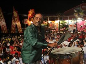 Naná ensaia com centenas de batuqueiros para o carnaval. (Foto: Clélio Tomaz/ Prefeitura do Recife)