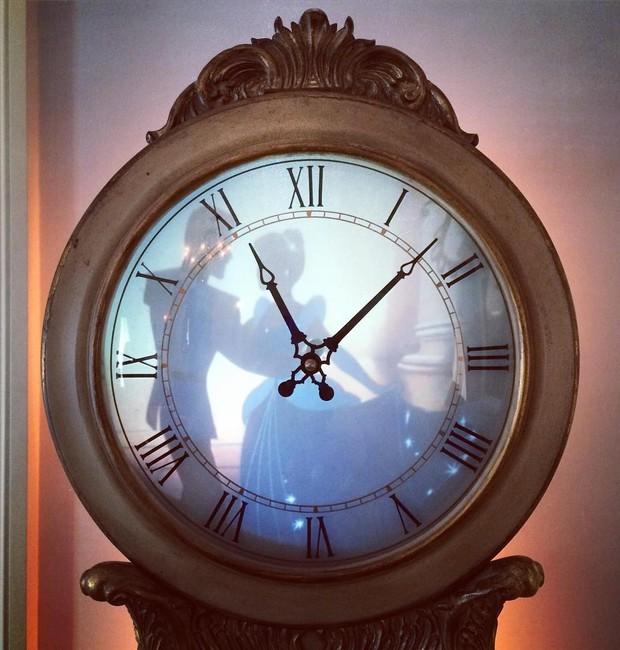 Neste relógio, imagens da Cinderela aparecem de surpresa (Foto: Reprodução/Instagram)