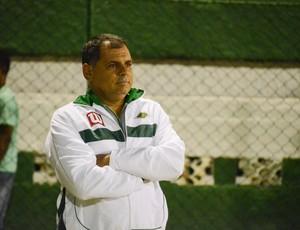 Toninho Andrade, técnico da Cabofriense (Foto: Léo Borges)