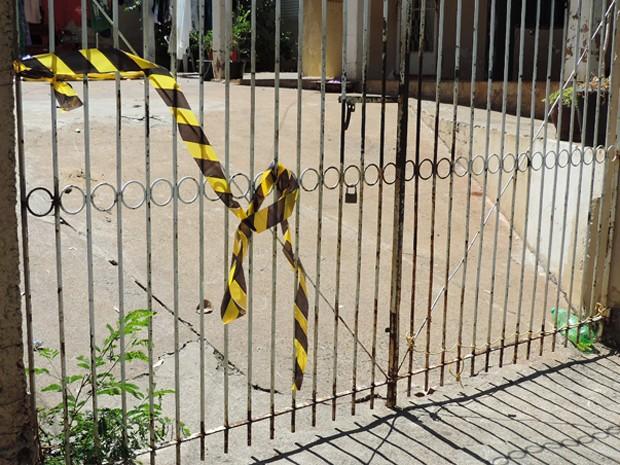 Tiros atingiram coxa e tornozelo de vítima que estava em frente a sua residência, no Jardim Planalto, em Presidente Prudente (Foto: Carolina Mescoloti/G1)