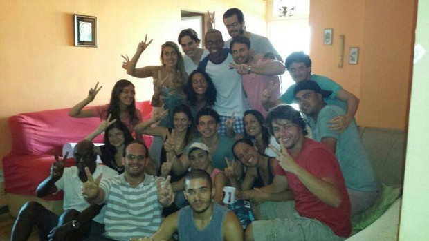 Vinicius Romão com amigos (Foto: Reprodução/Facebook)