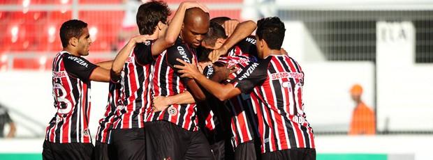 Lucio gol São Paulo x Ponte Preta (Foto: Marcos Ribolli / Globoesporte.com)