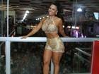 Viviane Araújo investe em look curtinho para ensaio: 'Vamos sambar'