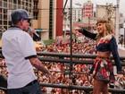 Claudia Leitte e MC Guimê cantam juntos o sucesso 'Plaque de 100'