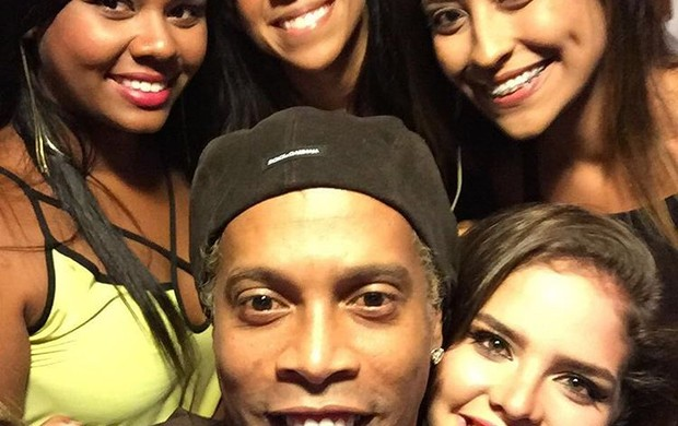 Ronaldinho Gaúcho boina visual platinado