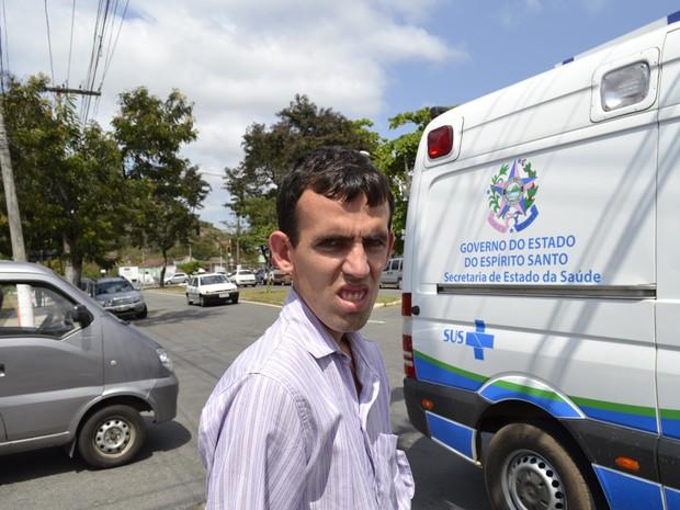 Wenderson tentou ser atendido, mas não conseguiu na agência do INSS de Vitória (Foto: Viviane Machado/ G1)