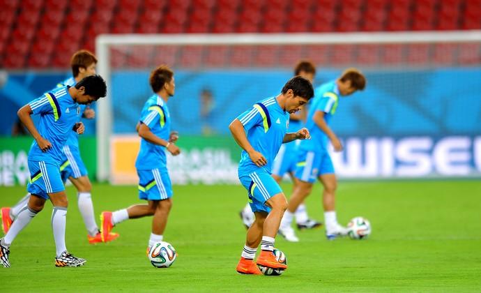 jogadores no treino do Japão (Foto: Aldo Carneiro / Pernambuco Press)