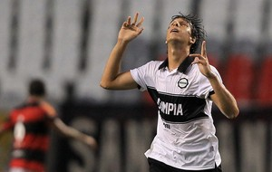 Zeballos gol Olimpia (Foto: EFE)