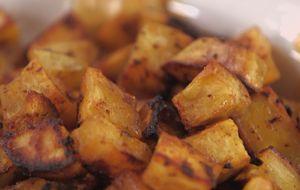 Como fazer batata-doce assada com alho e páprica
