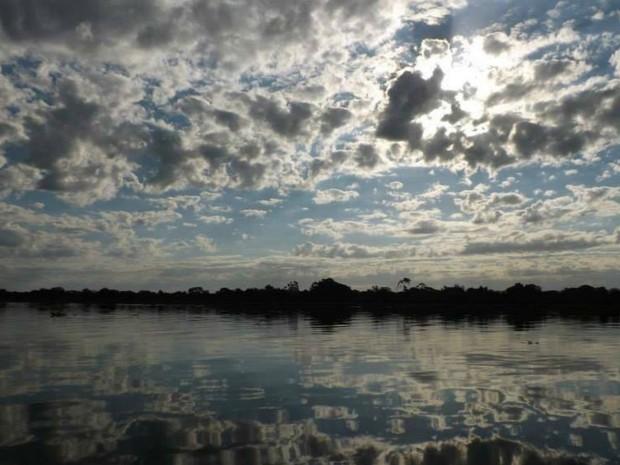Céu parcialmente nublado em Corumbá (MS) (Foto: Diniz Azuaga/Arquivo Pessoal)