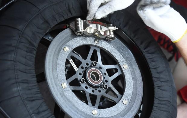 BLOG: Mundial de MotoGP - Está chovendo! Mas agora todos usam discos de carbono Brembo. Isso é o que mudou...