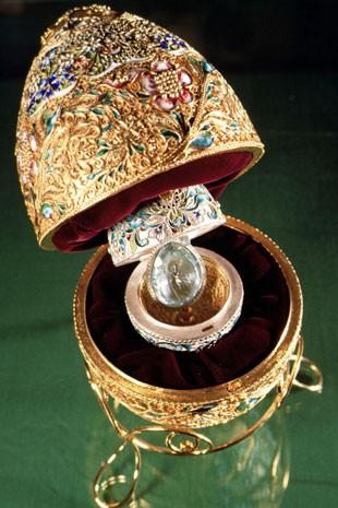 Todos os ovos Fabergé vinham com surpresas dentro (Foto: Laski Diffusion/East News/Liaison)