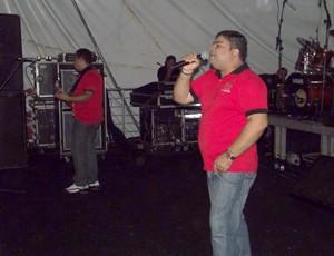 Banda Última Hora anima o público no Ensaio Geral (Foto: Jocaff Souza/G1)