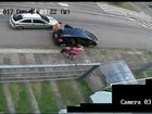 Família é abordada na rua em Porto Alegre e tem carro roubado; vídeo