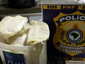Polícia Rodoviária Federal apreendeu 10kg de crack na Fernão Dias (Foto: Polícia Rodoviária Federal)