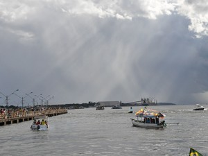 A colônia de pescadores Z-20 realizou na tarde deste domingo (29) a tradicional procissão fluvial pelo Rio Tapajós, em Santarém, oeste do Pará, em homenagem a São Pedro, padroeiro dos pescadores. (Foto: Zé Rodrigues/TV Tapajós)