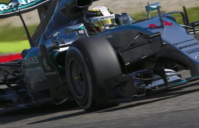 Lewis Hamilton em ação no treino classificatório para o GP da Itália (Foto: EFE)