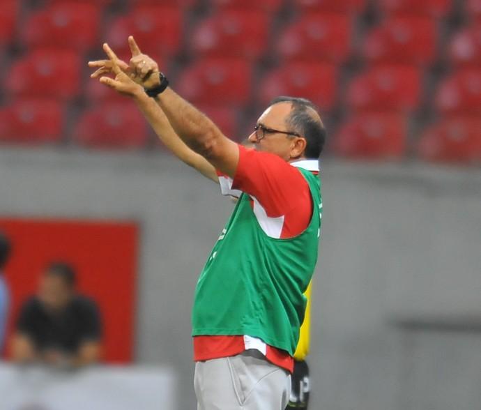 Levi Gomes comanda Náutico na partida contra o Piauí (Foto: Aldo Carneiro/Pernambuco Press)