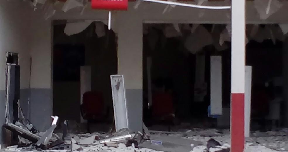 Agências ficaram destruídas (Foto: Cintia Aparecida Silva Meireles/Arquivo Pessoal)