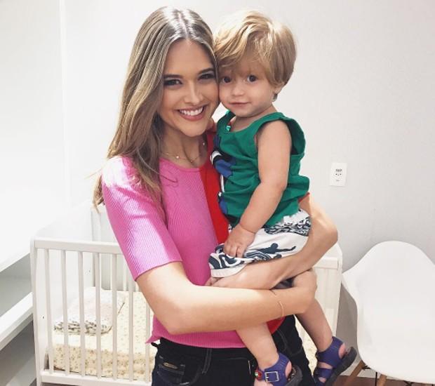 Juliana Paiva e Lorenzo Souza nos bastidores de 'A Força do Querer' (Foto: Reprodução/Instagram)