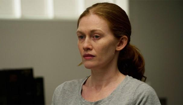Linden (Mireille Enos) acorda na ala psiquiátrica do hospital  (Foto: Divulgação/Reprodução)