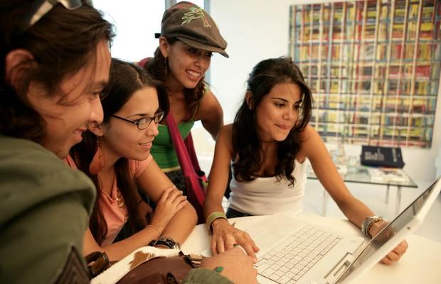 Jovens Carreira Geração Y Motivado Produtivo Trabalho Colegas (Foto: Thinkstock)