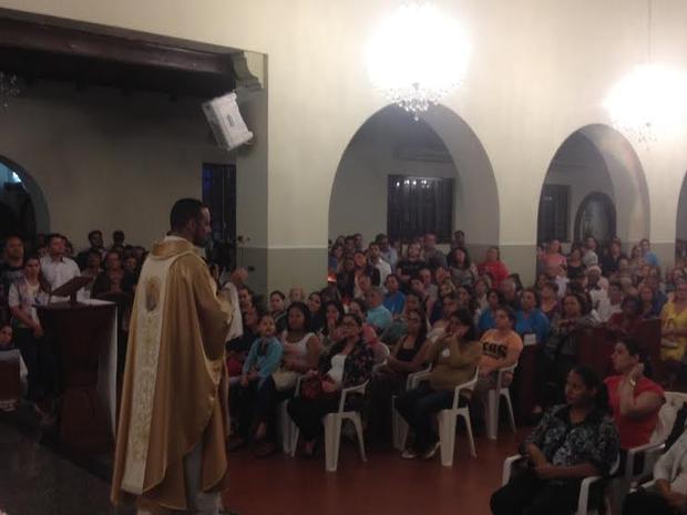 Padre emitiu palavras de fé para as gestantes (Foto: Graziela Rezende/G1 MS)