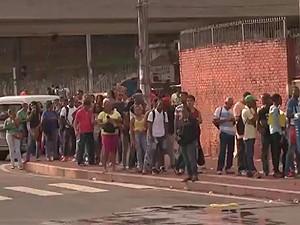 Fila para inscrição em cursos do Senac em Salvador, Bahia (Foto: Reprodução/ TV Bahia)