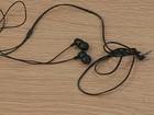 Fone de ouvido deve ser usado com volume, no máximo, pela metade