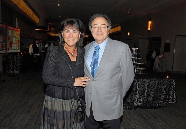 O bilionário Barry Sherman, fundador da farmacêutica Apotex, e sua mulher Honey Sherman: suspeita de homicídio (Foto: Reprodução/YouTube)