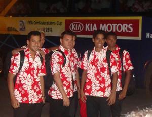 Jogadores da seleção do Taiti no desembarque em BH (Foto: Secopa/MG)