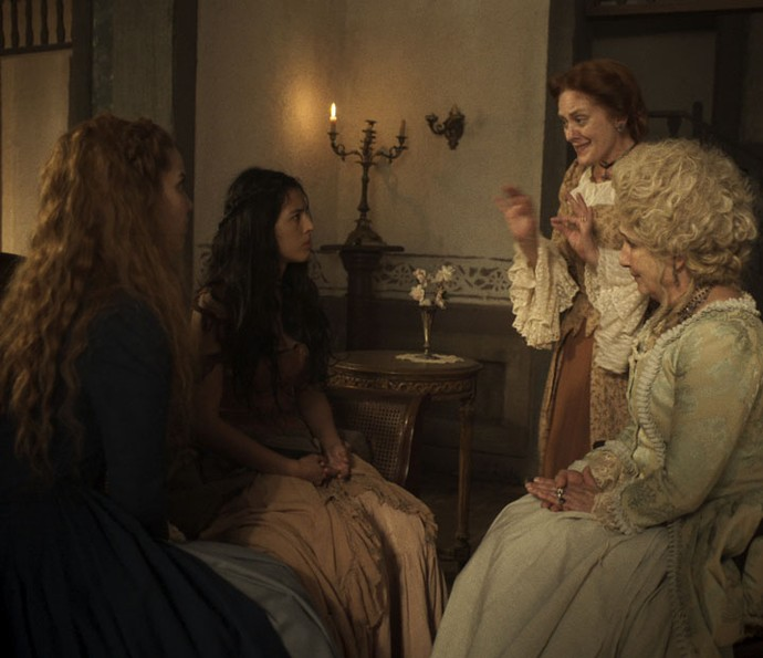 Branca, Luiza e Alexandra tentam convencer Mimi (Foto: TV Globo)