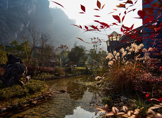 Jardim artificial com vista relaxante nas redondezas do rio Xianren Xishuiku (Foto:   Gustavo Zylbersztajn)