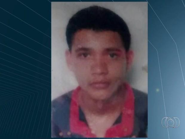 Alexandre Makenzie foi morto a tiros no Bairro Ipiranga, em Goiânia, em Goiás (Foto: Reprodução/TV Anhanguera)