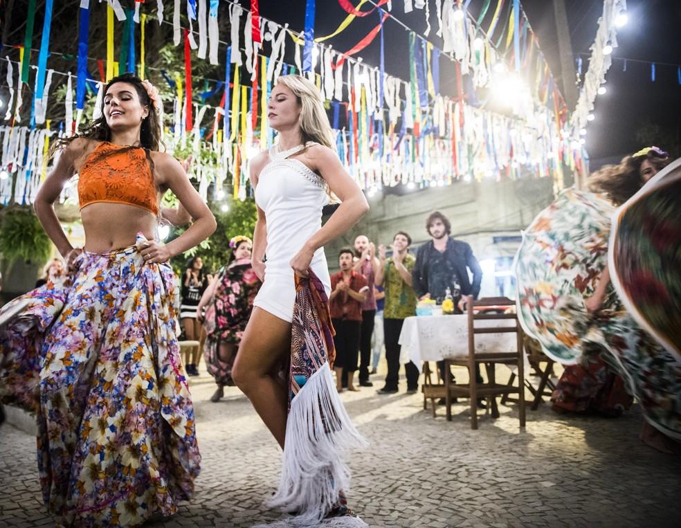 Jeiza pega um xalé e entra na roda para disputar espaço com Ritinha (Foto: João Miguel Júnior/TV Globo)