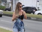 Robertha Portella se exercita com patins de oncinha na orla do Rio