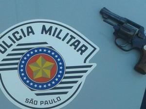 Homem é preso após roubar dois comércios em Caçapava, SP (Foto: Divulgação/ Polícia Militar)