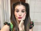 De caipira, Camila Queiroz faz biquinho para selfie