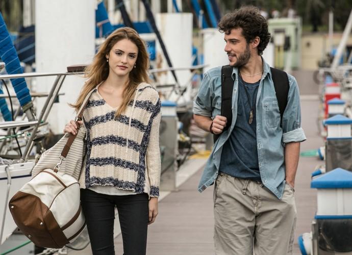 Júlia e Pedro se encontram pela primeira vez  (Foto: Inácio Moraes / Gshow)